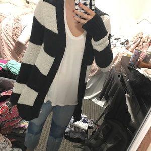 Roxy cardigan sweater medium black white